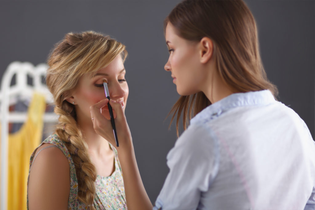 how-to-cast-a-make-up-artist-for-your-photo-shoots