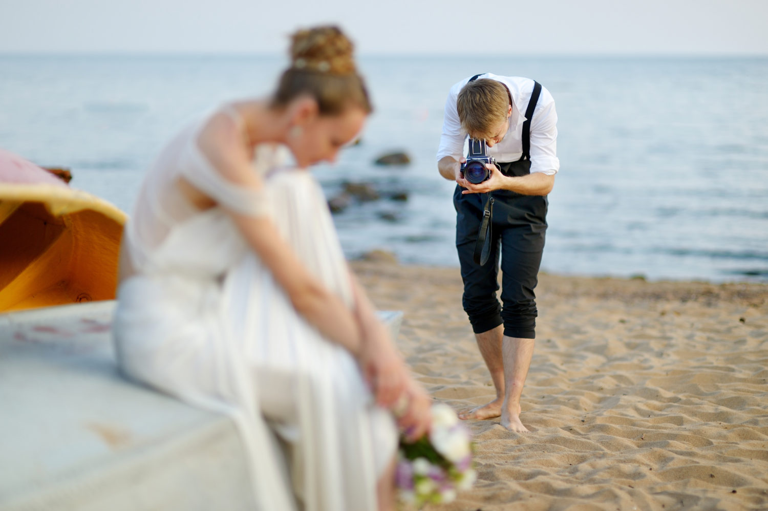 what-you-need-in-your-camera-bag-to-successfully-shoot-weddings